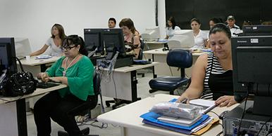 Turma é capacitada no laboratório da ESP-CE para utilização efetiva do Sistema Sinan-NET