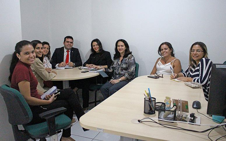 ESP/CE e OAB realizam ato de Conscientização contra Violência ao idoso