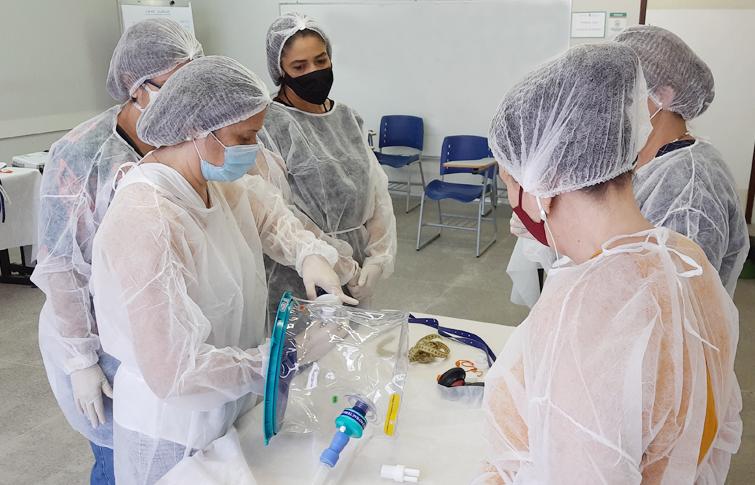 ESP/CE supera meta e capacita mais de 300 profissionais de saúde para uso do capacete Elmo