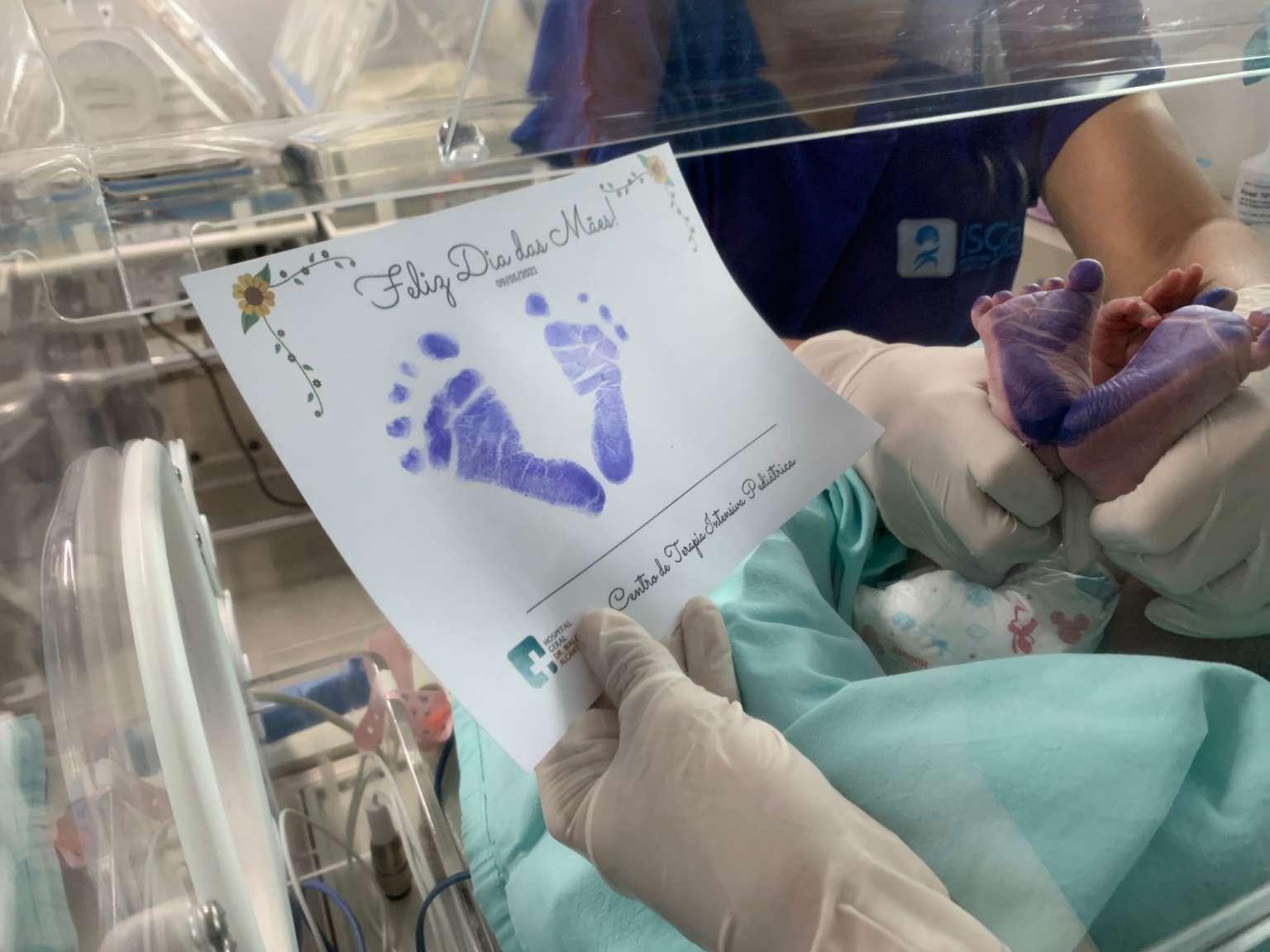 Marca do amor: mães recebem cartinhas com imagem dos pés dos bebês internados no HGWA